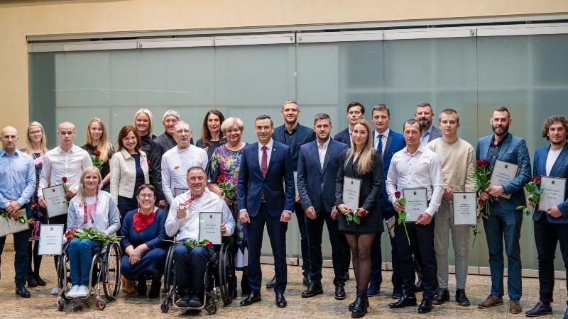 Dadzīte, Apinis, Pļaviņš un Točs saņem naudas balvas no Rīgas pašvaldības